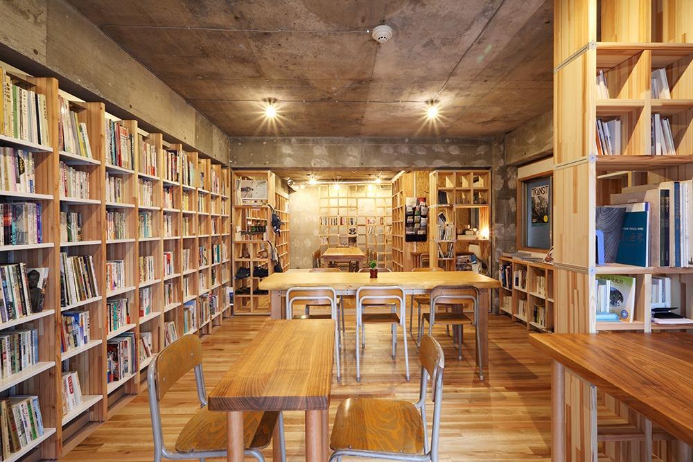 小室下司建築設計事務所 KAIDO books & coffee